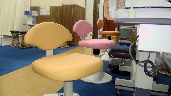 測定室や処置室の椅子が新しくなりました。